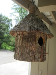Birdhouse peek thru the entry...